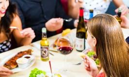Günstig essen und trinken im Ausland